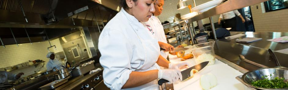 LBCC students learning culinary art