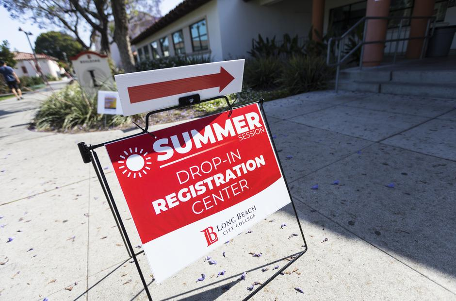 A drop-in registration sign.