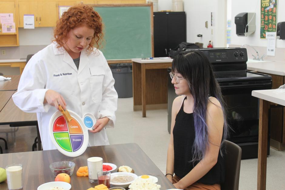 LBCC Nutrition Instructor and student in classroom