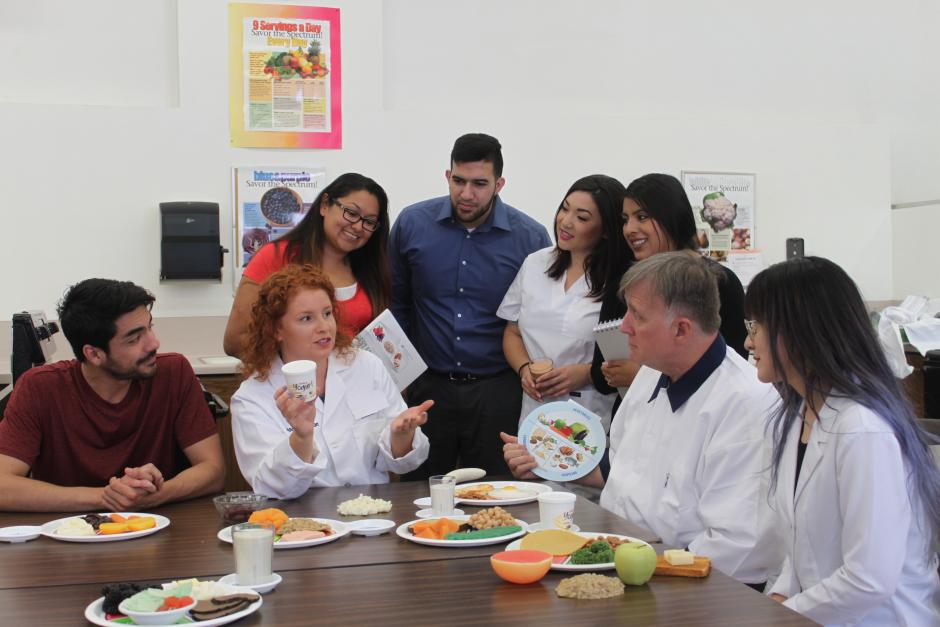 LBCC Nutrition Instructor and students in classroom